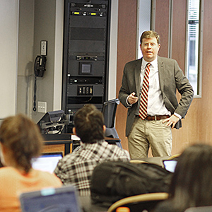 Professor Greg Reilly teaches Patent Law to a class that includes first-year and upper-level students.