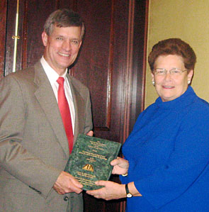 Professor Ron Staudt receives the ABA's 2008 Louis M. Brown Award for Legal Access, on behalf of Chicago-Kent's Center for Access to Justice & Technology, from M. Catherine Richardson, chair of the ABA's Standing Committee on the Delivery of Legal Services