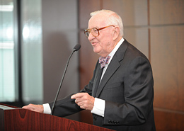 Justice John Paul Stevens addresses the audience following the luncheon at Chicago-Kent.